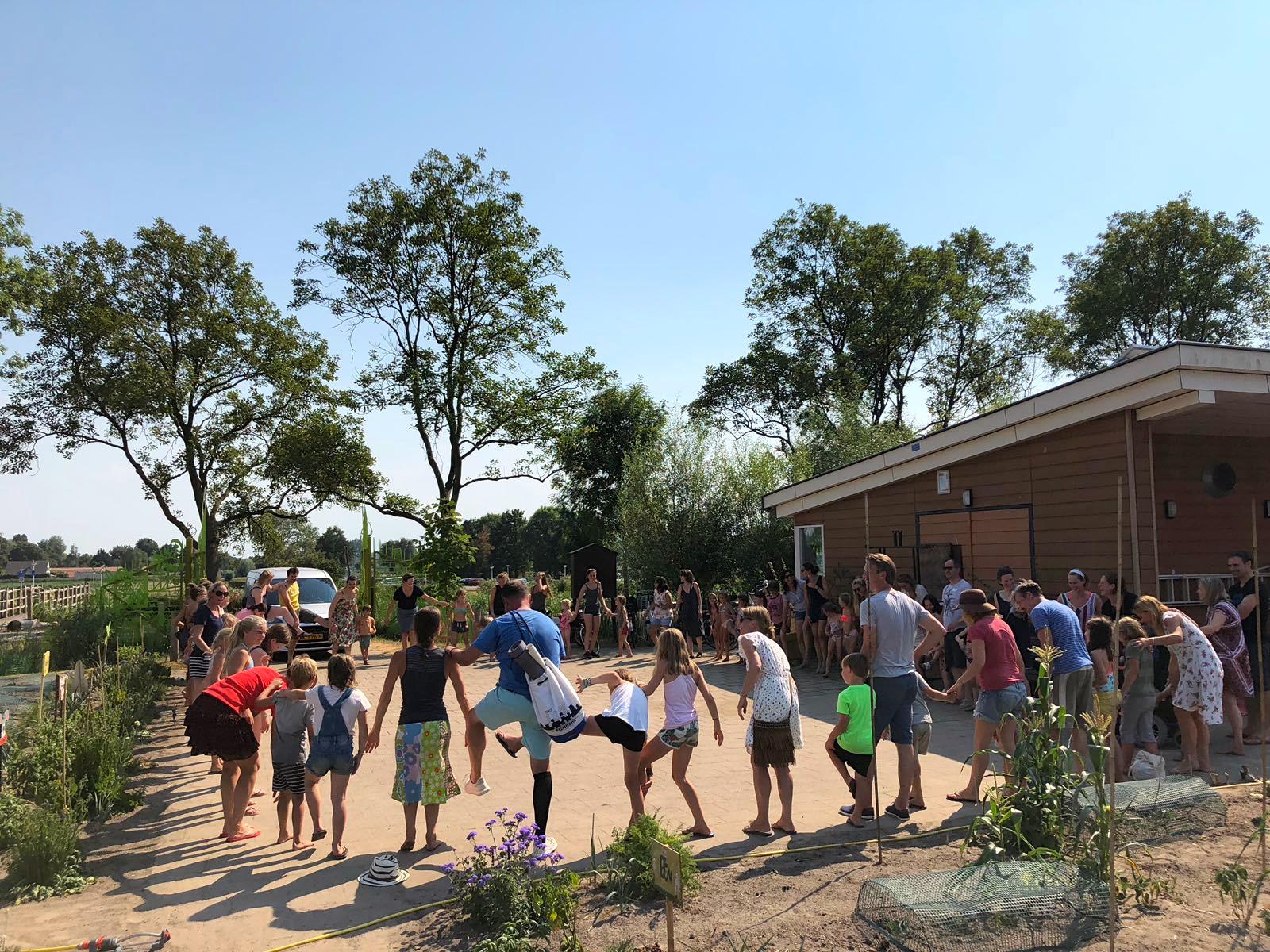 Yogakamp Zomerkamp de Kinderyogatuin Aemstel schooltuin Amsterdam Amstelveen kinderyoga afsluiting