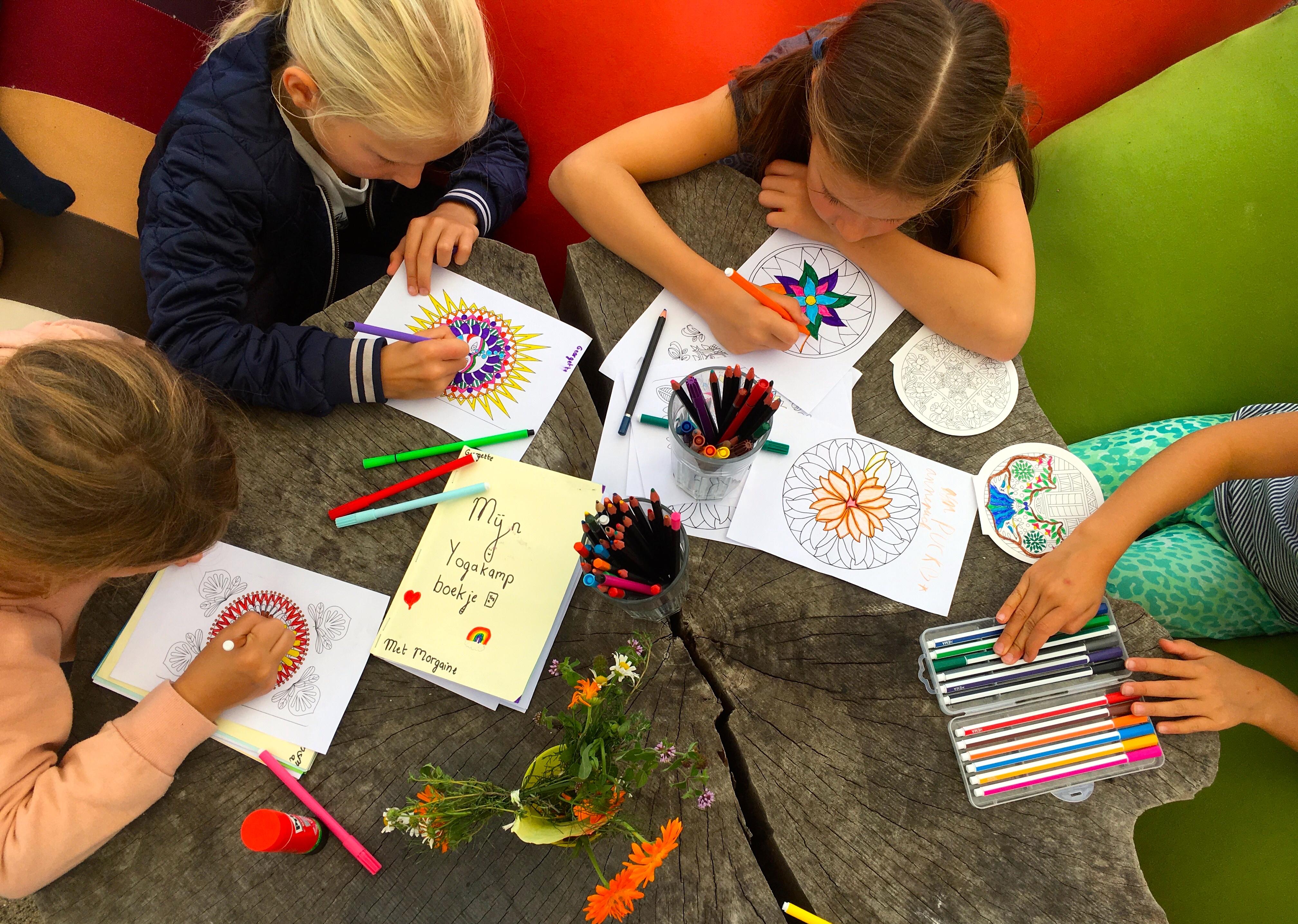 de Kinderyogatuin yogakamp zomerkamp - creativiteit - kinderyoga mindfulness meditatie massage buitenyoga Aemstel schooltuin Amsterdam Amstelveen